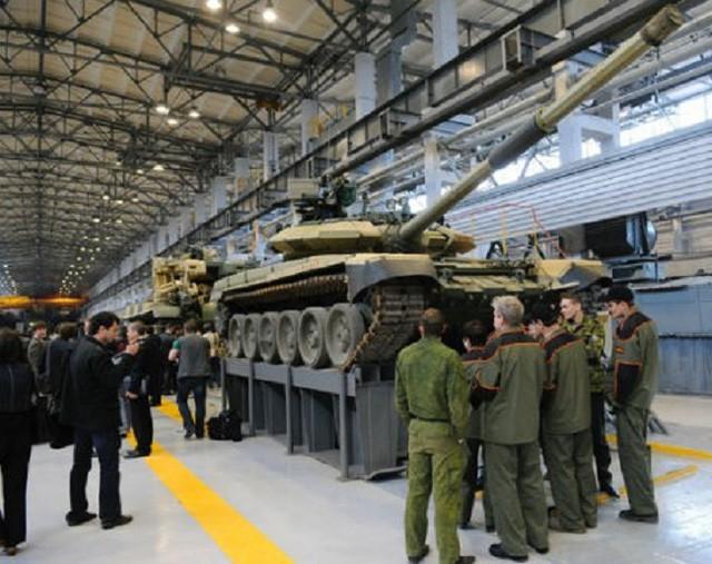 Đại tá Nguyễn Khắc Nguyệt: Pháo xe tăng T-14 Armata là độc nhất vô nhị - Ảnh 1.