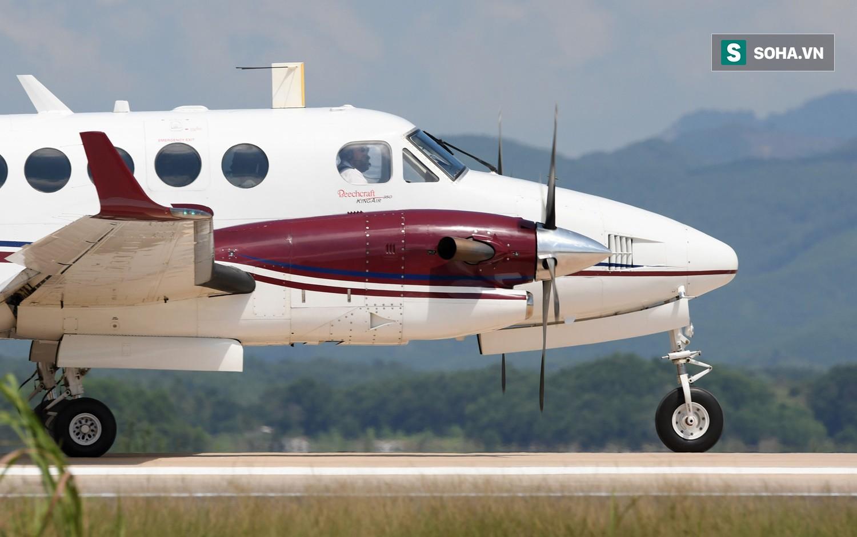 10h sáng nay, chiếc máy bay đầu tiên hạ cánh xuống sân bay Vân Đồn - Ảnh 3.