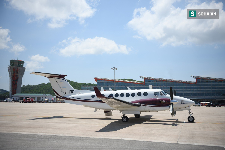 10h sáng nay, chiếc máy bay đầu tiên hạ cánh xuống sân bay Vân Đồn - Ảnh 6.