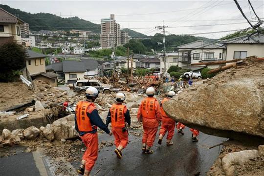 Bão chồng bão siêu tốc khiến Nhật Bản thương vong lớn - Ảnh 2.