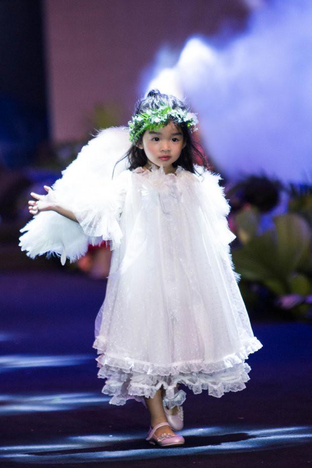 Những nhóc tì nhà sao Việt được bố mẹ đầu tư hàng hiệu ngay từ bé - Ảnh 10.