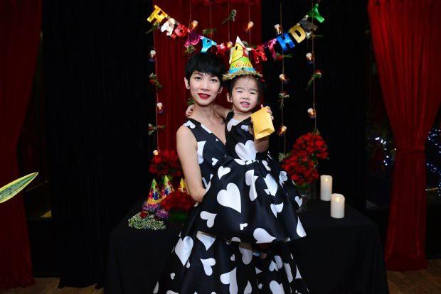 Những nhóc tì nhà sao Việt được bố mẹ đầu tư hàng hiệu ngay từ bé - Ảnh 11.