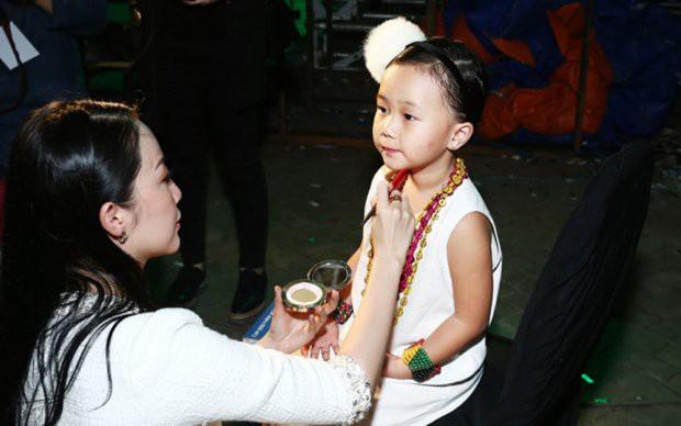 Những nhóc tì nhà sao Việt được bố mẹ đầu tư hàng hiệu ngay từ bé - Ảnh 13.