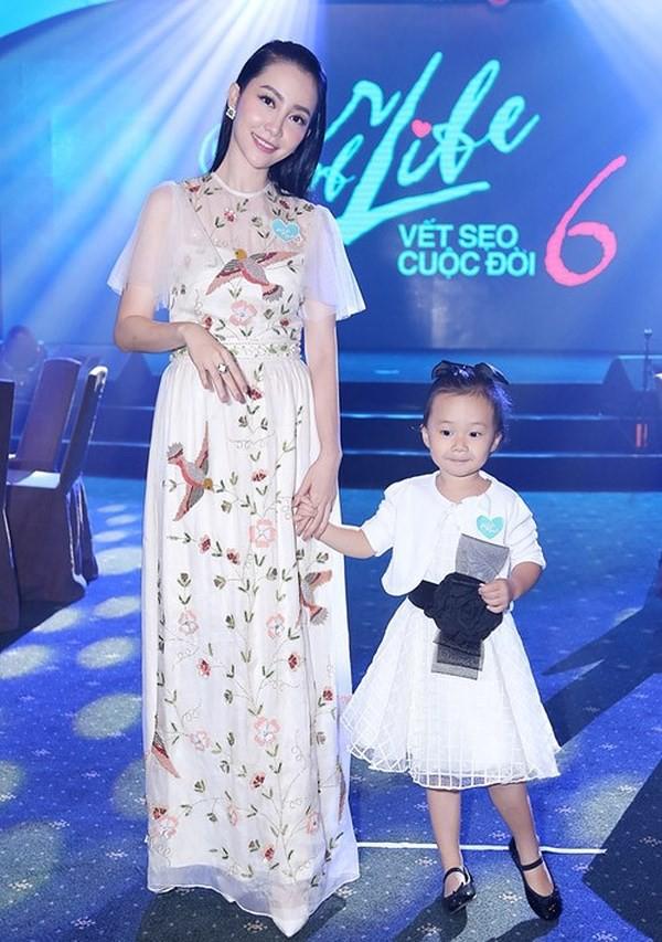 Những nhóc tì nhà sao Việt được bố mẹ đầu tư hàng hiệu ngay từ bé - Ảnh 14.