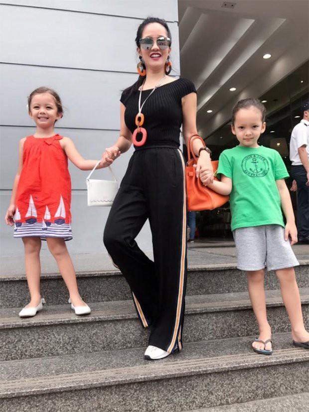 Những nhóc tì nhà sao Việt được bố mẹ đầu tư hàng hiệu ngay từ bé - Ảnh 19.