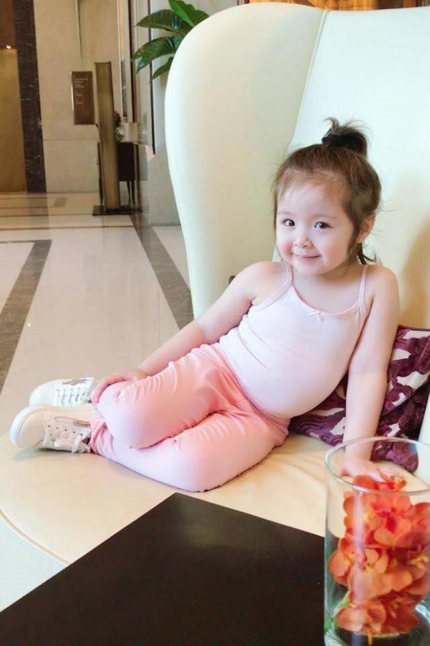 Những nhóc tì nhà sao Việt được bố mẹ đầu tư hàng hiệu ngay từ bé - Ảnh 2.