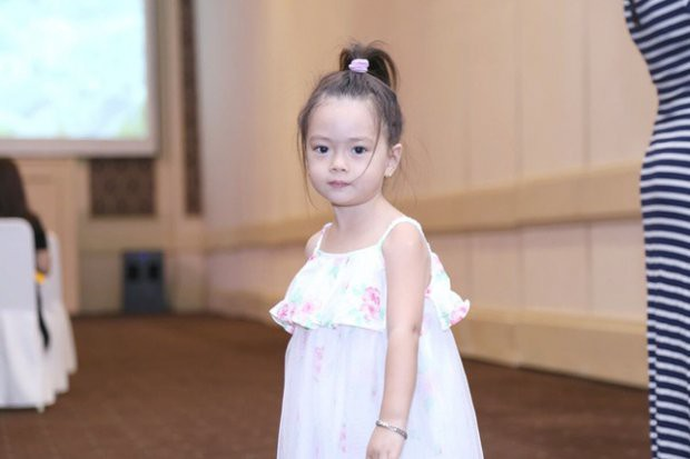 Những nhóc tì nhà sao Việt được bố mẹ đầu tư hàng hiệu ngay từ bé - Ảnh 4.