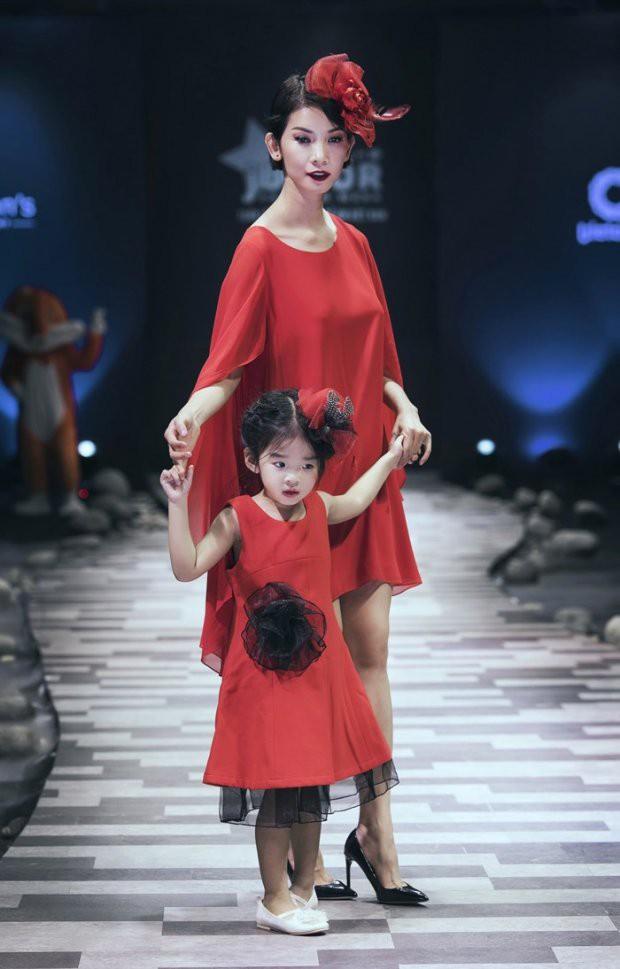 Những nhóc tì nhà sao Việt được bố mẹ đầu tư hàng hiệu ngay từ bé - Ảnh 8.