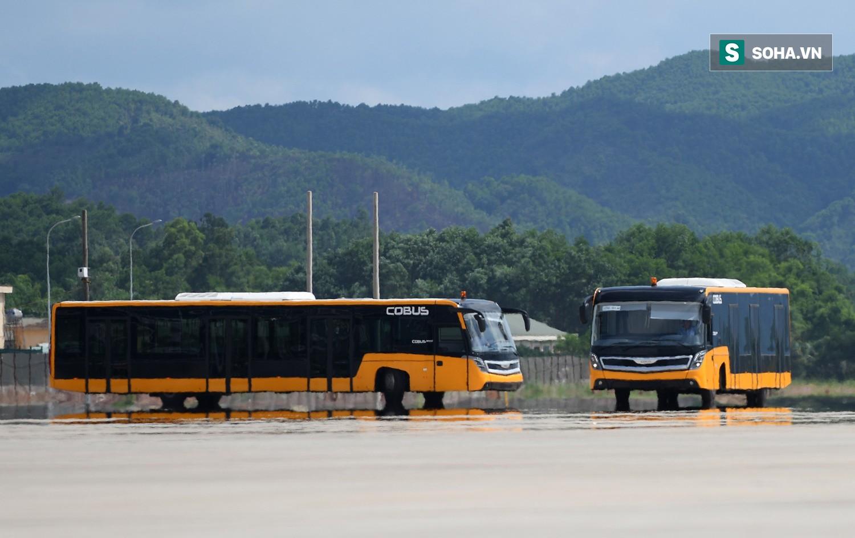 10h sáng nay, chiếc máy bay đầu tiên hạ cánh xuống sân bay Vân Đồn - Ảnh 18.