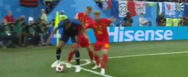 World Cup 2018: Chỉ vài giây làm trò, cả một trận đấu rực sáng của Mbappe bị bôi đen - Ảnh 1.