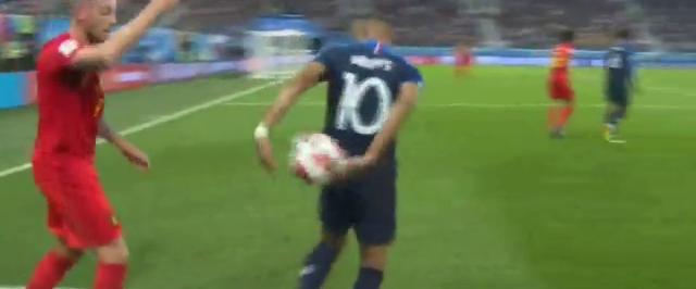 World Cup 2018: Chỉ vài giây làm trò, cả một trận đấu rực sáng của Mbappe bị bôi đen - Ảnh 2.