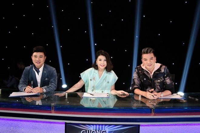 Bị chỉ trích nặng nề khi ngồi ghế nóng cùng Mr Đàm, Quang Linh, Kim Oanh chính thức lên tiếng - ảnh 1