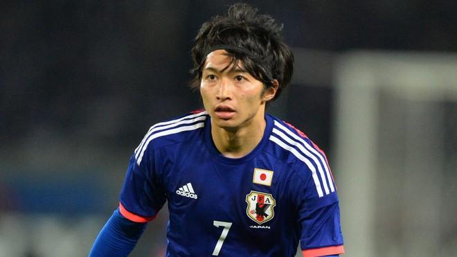 Sau khi tạo địa chấn tại World Cup 2018, sao tuyển Nhật lập tức cưới vợ nóng bỏng - Ảnh 2.
