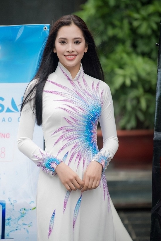 Thế hệ mỹ nhân 10x thi Hoa hậu Việt Nam 2018: Toàn nữ sinh vừa thi tốt nghiệp, xinh đẹp và sở hữu thành tích ấn tượng - Ảnh 13.