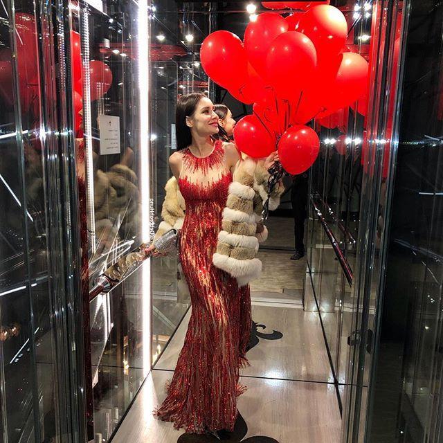 Sau 10 năm làm vợ của tỷ phú xấu xí, giàu khét tiếng Hong Kong, nàng siêu mẫu vẫn sống như bà hoàng trong nhung lụa - Ảnh 15.