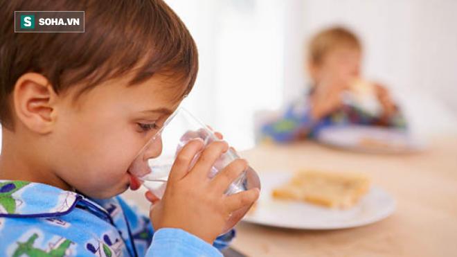 Uống nước ngay khi vừa ăn xong hay đợi 30 phút sau: Nhiều người đang có thói quen sai lầm - Ảnh 1.