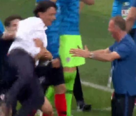 World Cup 2018: Ngôi sao Croatia tái hiện màn ăn mừng kiểu Hà Đức Chinh - Bùi Tiến Dũng - Ảnh 2.