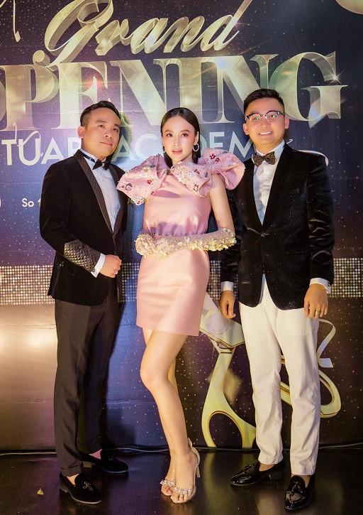 Angela Phương Trinh xuất hiện điệu đà, thu hút sự chú ý - Ảnh 5.
