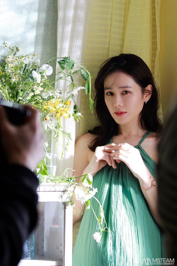 Hình hậu trường của Son Ye Jin chứng minh tường thành nhan sắc thì không cần photoshop - ảnh 9