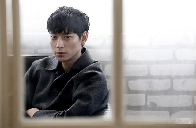 Kang Dong Won: Cực phẩm mỹ nam và nghi án thương thầm trộm nhớ Song Hye Kyo nhưng phải rút lui vì Song Joong Ki xuất hiện - Ảnh 2.
