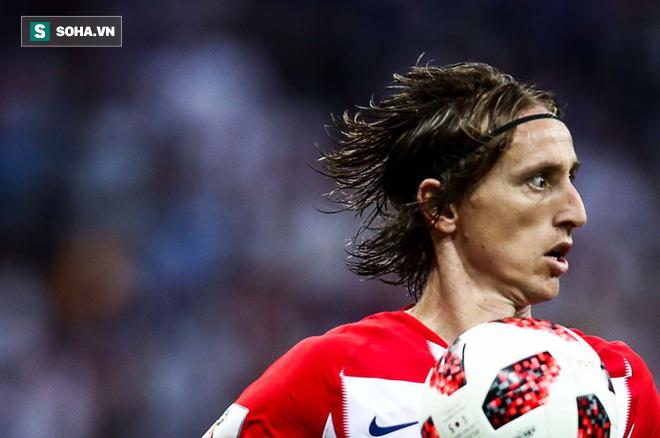Luka Modric: Khiêu vũ giữa bầy sói trên lằn ranh chiến tranh sân cỏ và đời thực - Ảnh 1.