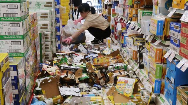 """Văn hóa làm việc """"chết bỏ"""" lạ thường ở xứ hoa anh đào: Động đất sập nhà hay bom hạt nhân hủy diệt, người Nhật vẫn cứ… đi làm - ảnh 1"""