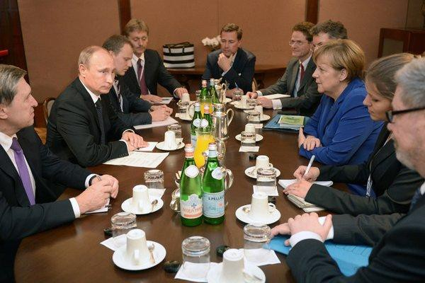 [CẬP NHẬT] Lãnh đạo Nga - Mỹ lặng như tờ trên bàn tiệc sau cuộc gặp 1-1 dài hơi - Ảnh 1.