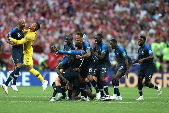 Không phải cúp vàng, đây mới là lý do thật sự khiến Tổng thống Pháp phát điên khi đội nhà vô địch - Ảnh 4.