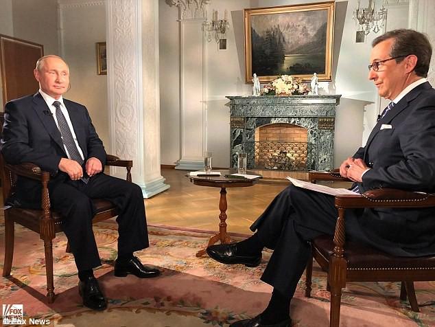 Định gài bẫy ông Putin, người dẫn chương trình Mỹ bất ngờ vì TT Nga ứng xử quá khéo léo - Ảnh 1.