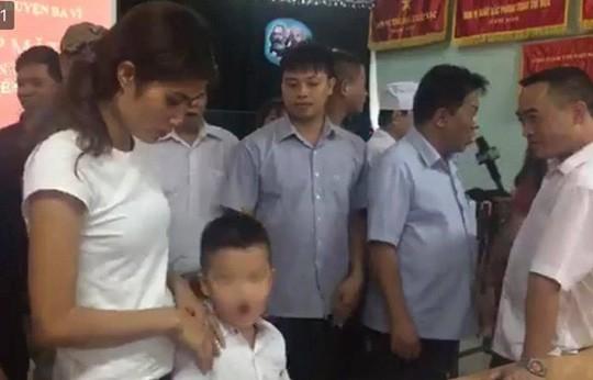 Vụ trao nhầm con: 2 trẻ đã chính thức trở về với cha mẹ đẻ - Ảnh 1.