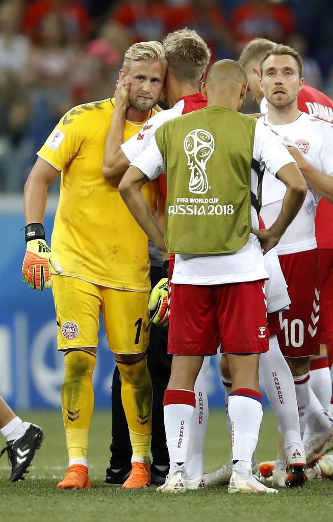 World Cup 2018: Peter Schmeichel thẫn thờ nhìn con trai Kasper gục ngã cùng ĐT Đan Mạch - Ảnh 3.