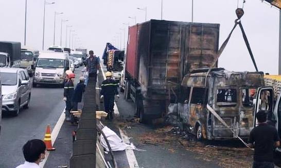 Lời kể tài xế chứng kiến vụ tai nạn kinh hoàng trên cao tốc khiến 2 người chết tại chỗ  - Ảnh 1.