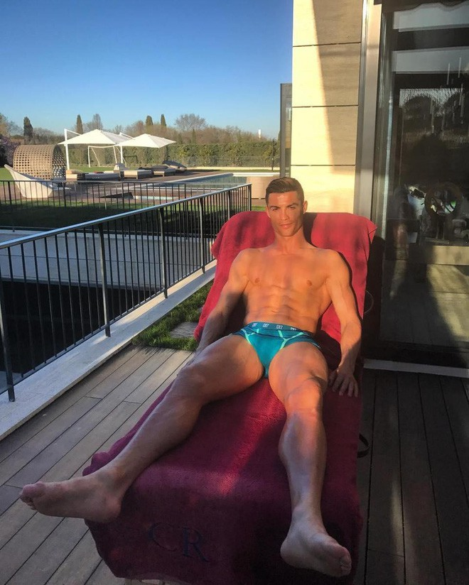 Ronaldo rao bán căn biệt thự triệu đô đầy ắp kỷ niệm tại Madrid - Ảnh 14.