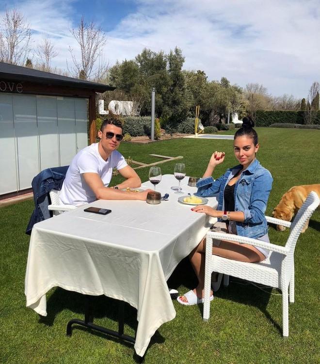 Ronaldo rao bán căn biệt thự triệu đô đầy ắp kỷ niệm tại Madrid - Ảnh 8.