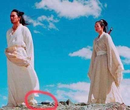 Sạn hài hước trong phim Hoa ngữ: Thời Tam Quốc có ô tô, người cổ đại đi giày Tây - Ảnh 8.
