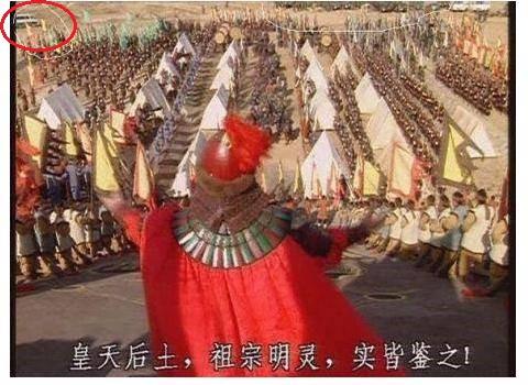 Sạn hài hước trong phim Hoa ngữ: Thời Tam Quốc có ô tô, người cổ đại đi giày Tây - Ảnh 1.