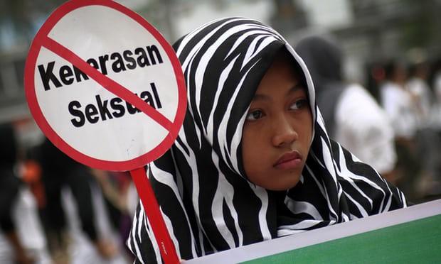 Indonesia phạt tù thiếu nữ phá thai do bị anh trai cưỡng hiếp - Ảnh 1.