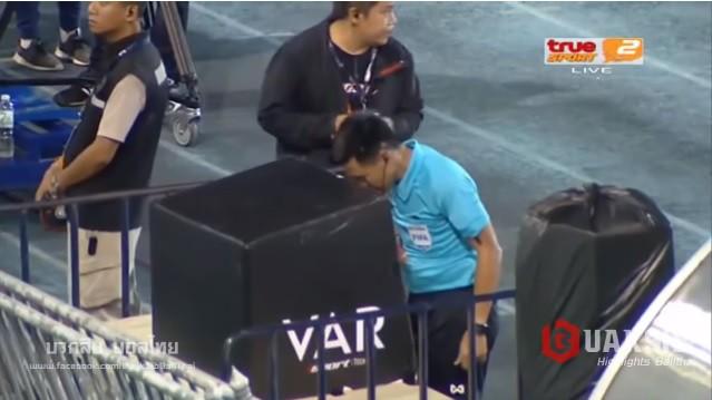 VAR lột trần hành vi ăn gian của thủ môn Thái Lan đúng phút 90+4 - Ảnh 2.