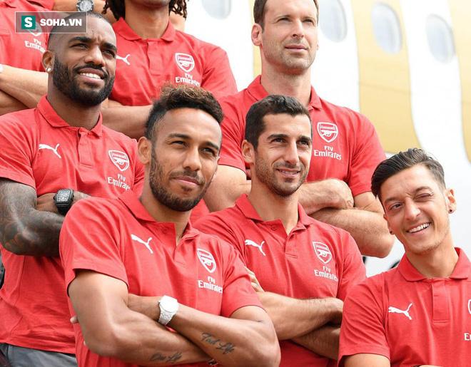 Ozil rạng rỡ trong chuyến du đấu cùng Arsenal sau khi từ giã ĐT Đức - Ảnh 2.