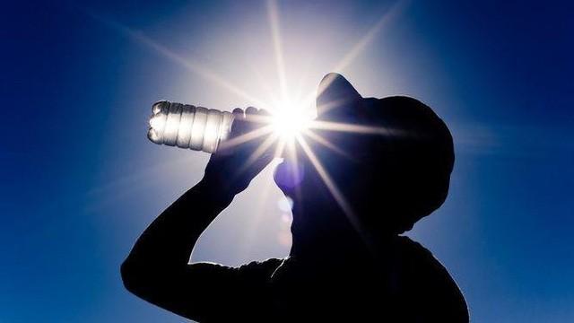 Thời tiết nắng nóng ảnh hưởng đến người mắc bệnh tim mạch như thế nào? - Ảnh 1.