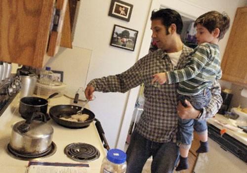 Trước ngày con trai cưới vợ, ông bố dạy con việc quan trọng nhất cuộc đời gây bão dư luận - Ảnh 4.