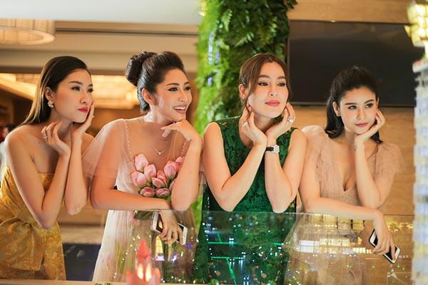 Hoa hậu Đặng Thu Thảo khoe sắc cùng dàn người đẹp  - Ảnh 9.