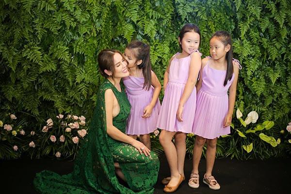 Hoa hậu Đặng Thu Thảo khoe sắc cùng dàn người đẹp  - Ảnh 1.