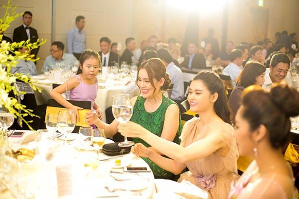Hoa hậu Đặng Thu Thảo khoe sắc cùng dàn người đẹp  - Ảnh 7.