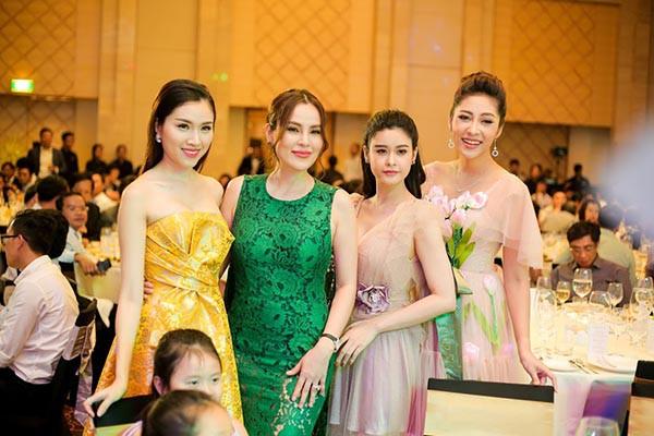 Hoa hậu Đặng Thu Thảo khoe sắc cùng dàn người đẹp  - Ảnh 6.