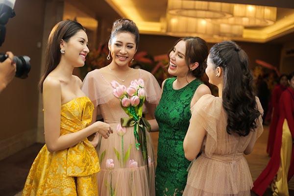 Hoa hậu Đặng Thu Thảo khoe sắc cùng dàn người đẹp  - Ảnh 5.