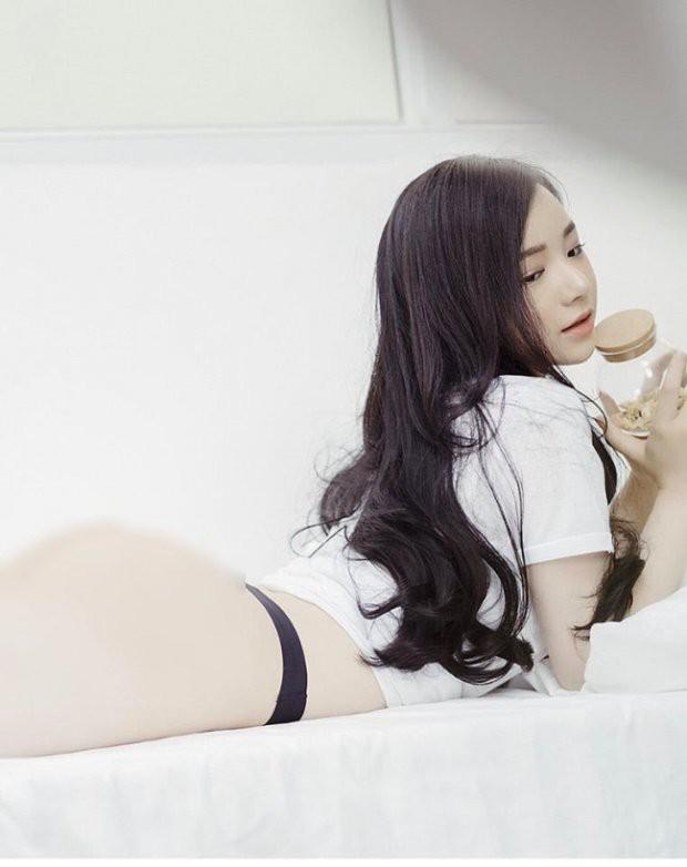 Cận cảnh hot girl ngủ gật khoe vòng ba căng mọng, gây sốt như Ngọc Trinh - Ảnh 7.