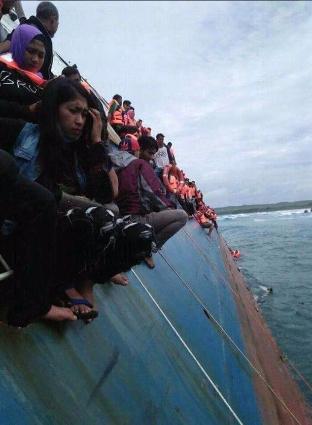 Chìm phà chở 139 người ngoài khơi Indonesia: Một người đàn ông livestream cảnh hoảng loạn trên phà - Ảnh 6.