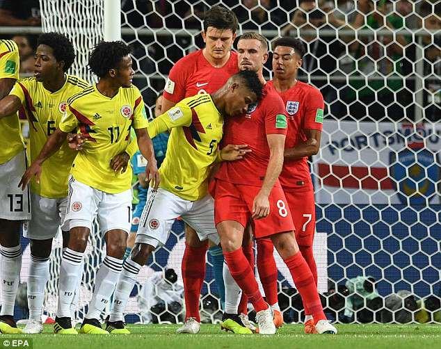 10 trận chiến xấu xí nhất World Cup, 2 trận có Maradona tham dự 1
