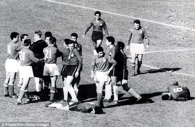 10 trận chiến xấu xí nhất World Cup, 2 trận có Maradona tham dự 10